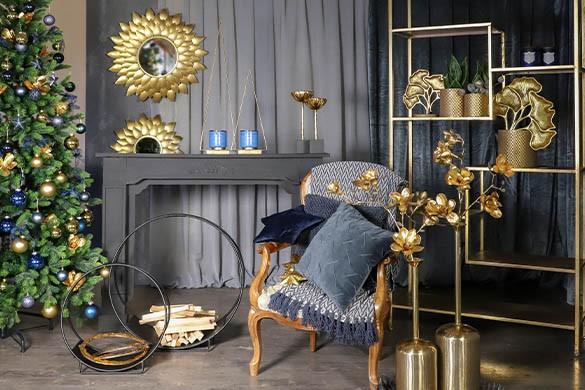 Opulente Weihnachtsdekoration in Blau-Gold